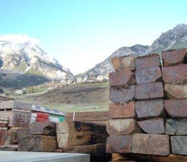 travi in legno, pietra, ferro