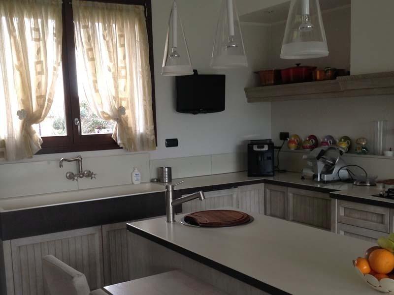 Cucina Aurora SVincent con piano in Lava smaltata da Marino srl Abbiategrasso Milano