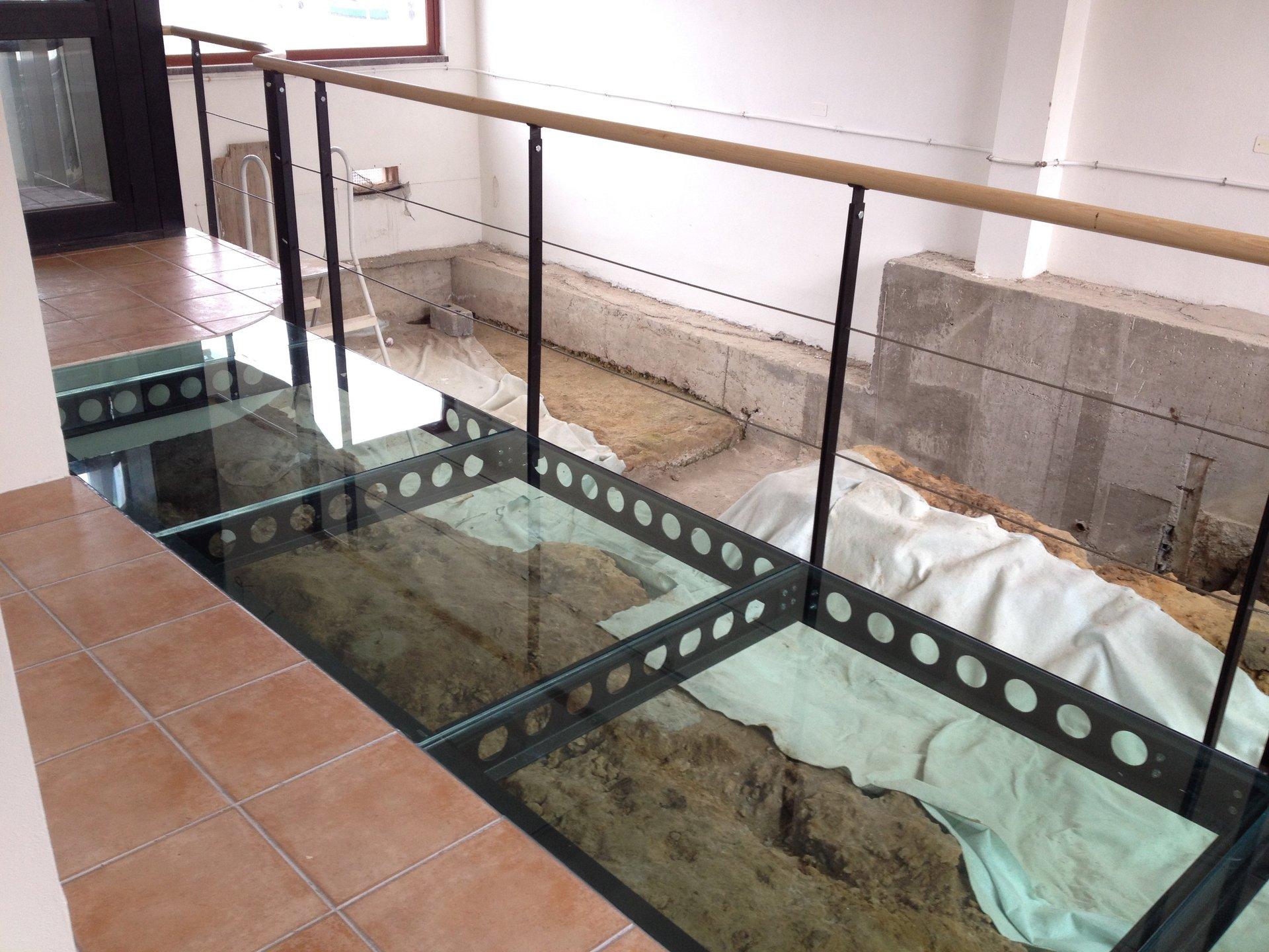 tavoli in vetro, oggetti in vetro, complementi in vetro