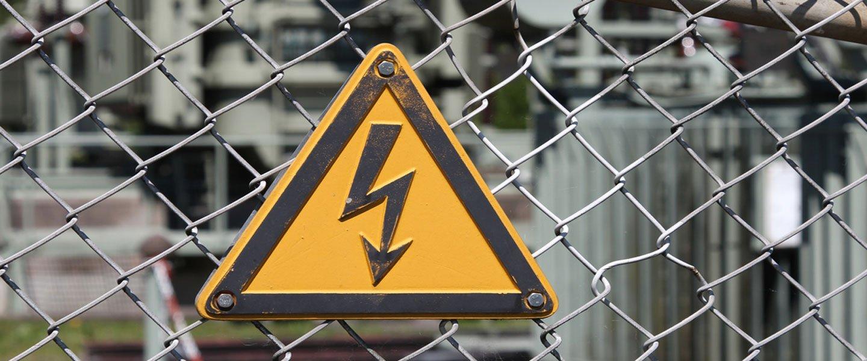 Segnale obbligatorio sui quadri elettrici a Villafranca Di Verona