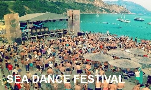festival in spiaggia turistica