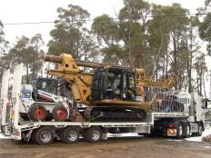a access piling and rock drilling excavator transportation
