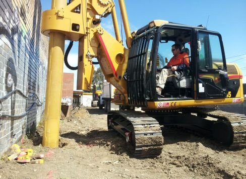 a access piling and rock drilling excavator machine