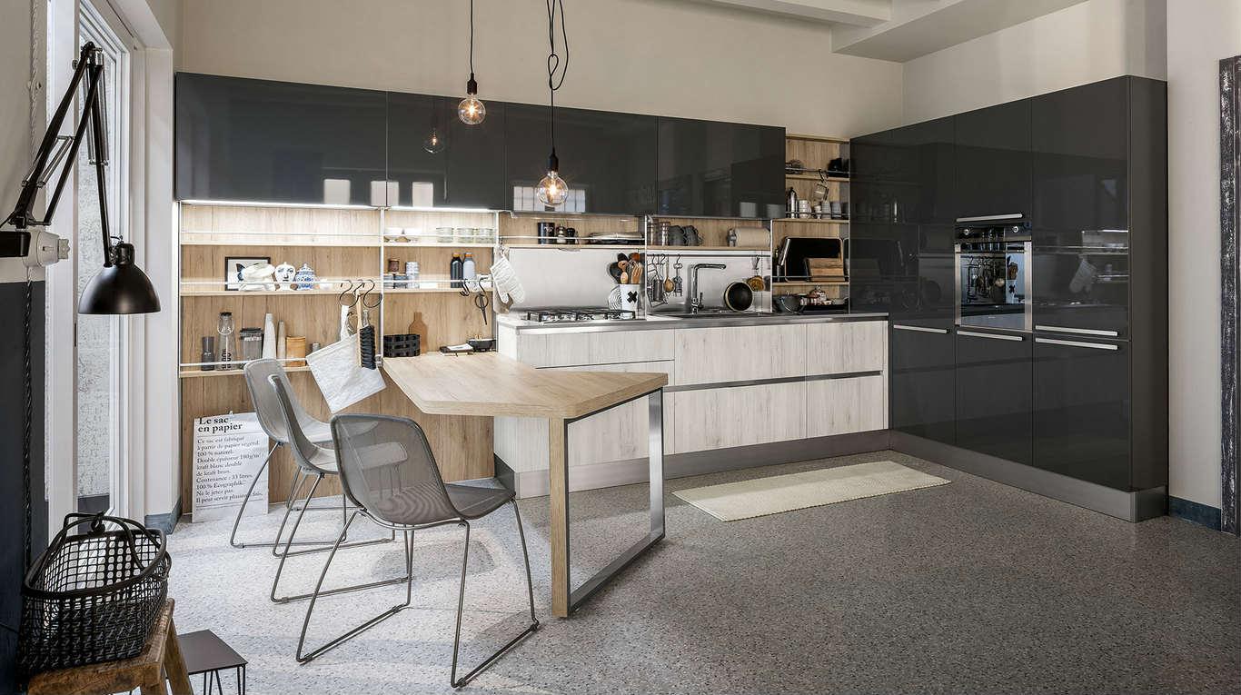 Cucina di legno,marmo e acciaio