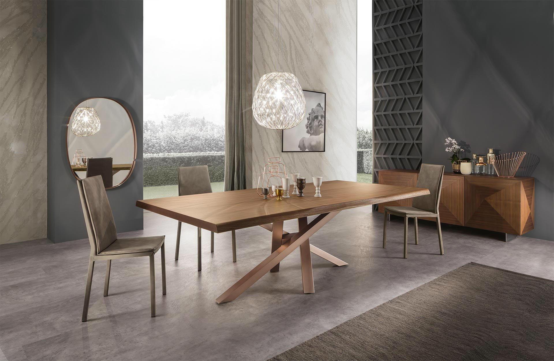 Tavola di legno con zampe incrociate,mobili ,pareti e lamparas de vetro di progettazione