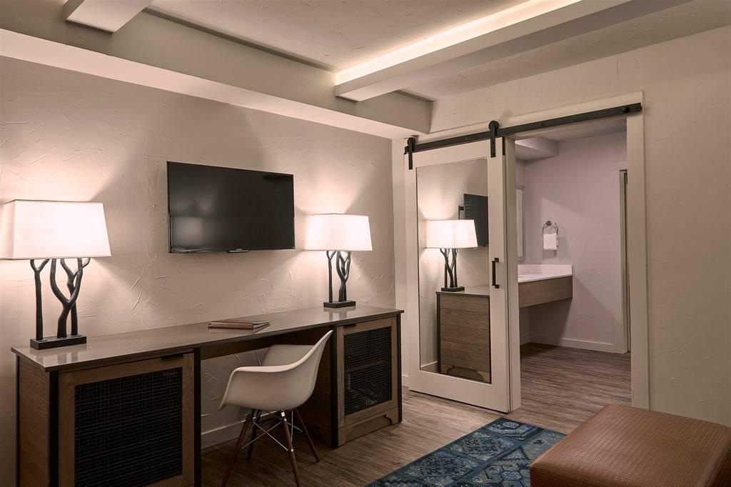 Fredericksburg Inn and Suites