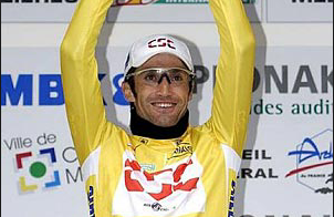 Bobby Julich  wearing the yellow jersey at Paris-Nice race
