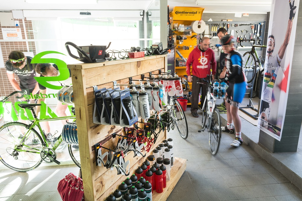 cyclists in the Viva Blue cycling station rental shop