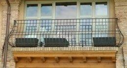 balcone con ringhiera