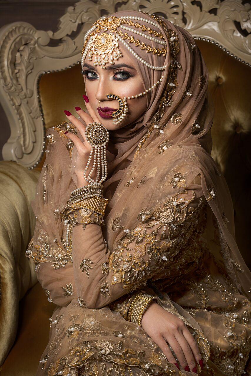 golden bridal clothes