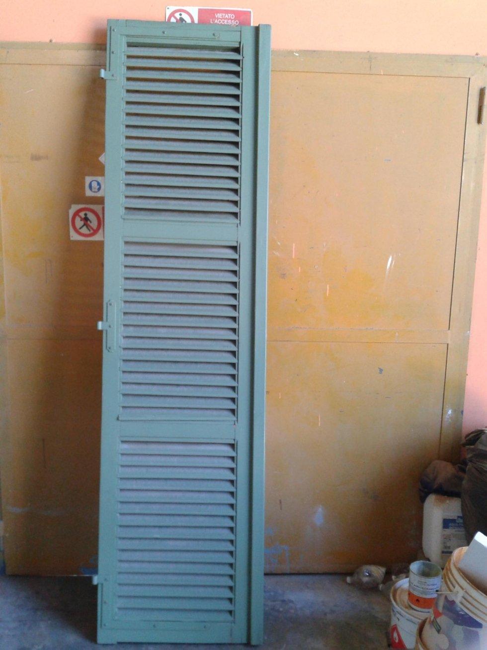 verniciatura di porte e infissi
