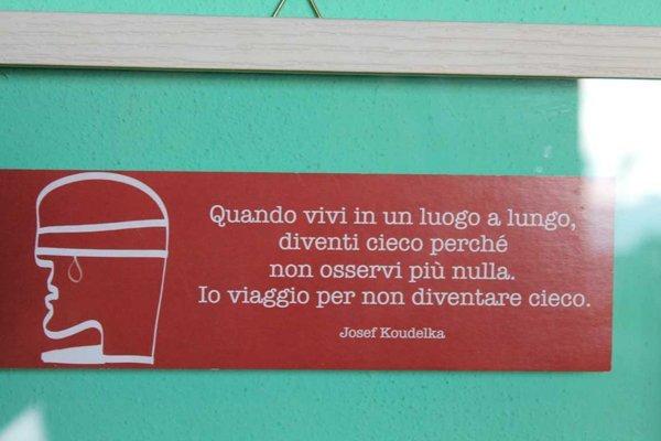 quando vivi in un luogo a lungo divento cieco perche non osservi piu nulla. Io viaggio per non diventare cieco cit. Josef Koudelka
