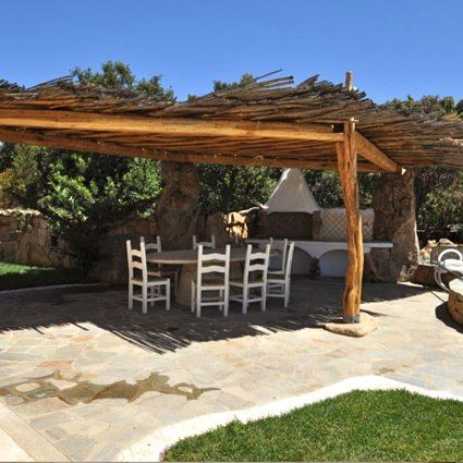vista di ristorante con soffitto in legno