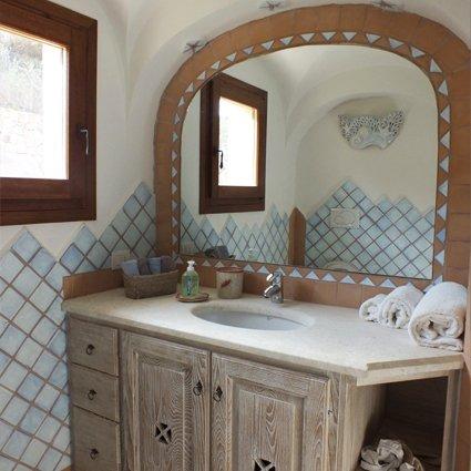 bancone in legno con specchio