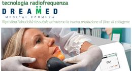 dentista effettua trattamento DreaMed a una paziente