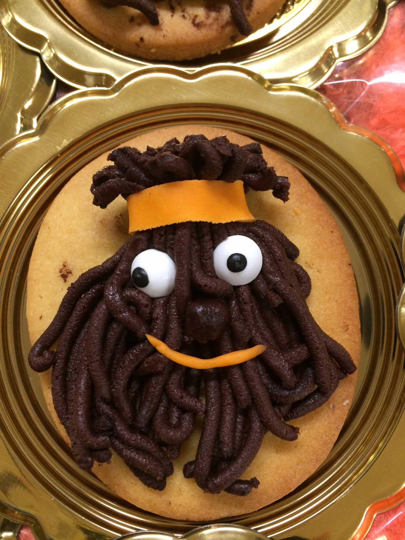 torta creativa con la rappresentazione di un uomo africano