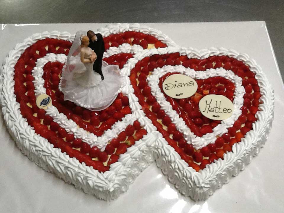 due torte a forma di cuore per il matrimonio