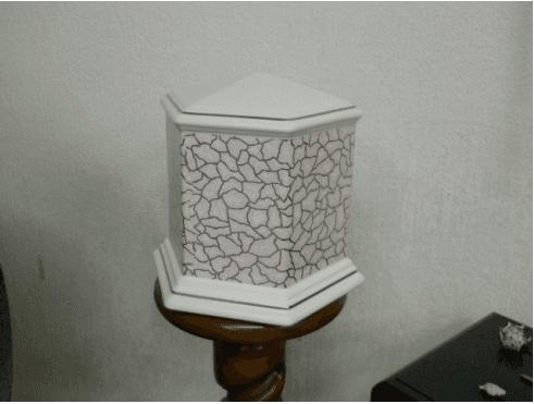 urne funebri di diversi materiali
