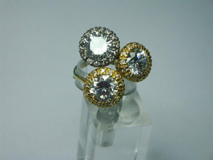 Anello a tre diamanti