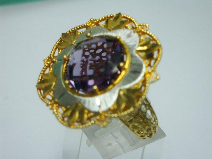anello personalizzato con pietra al centro