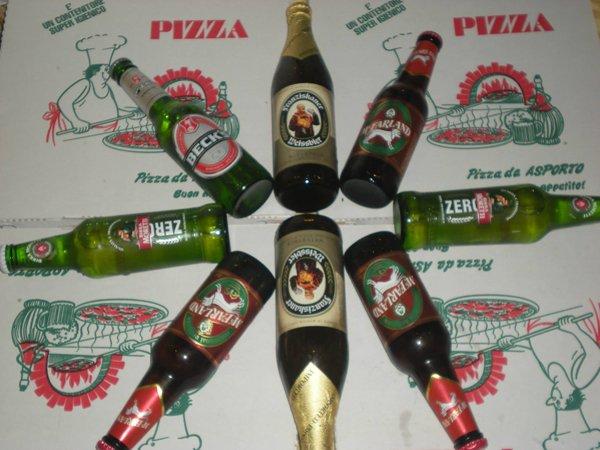 composizione con bottiglie di birra