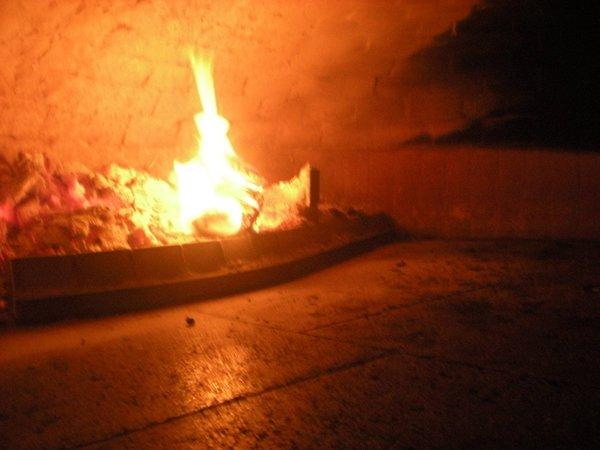 fiamma di un forno a legna