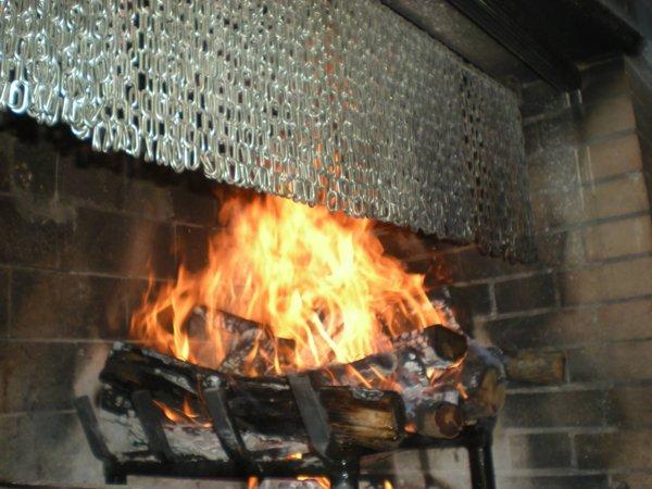 fiamme di un forno a legna