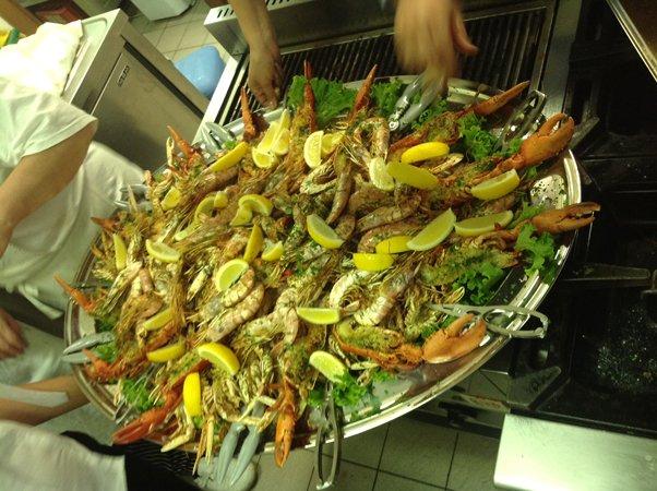 fritto misto di pesce appena sfornato