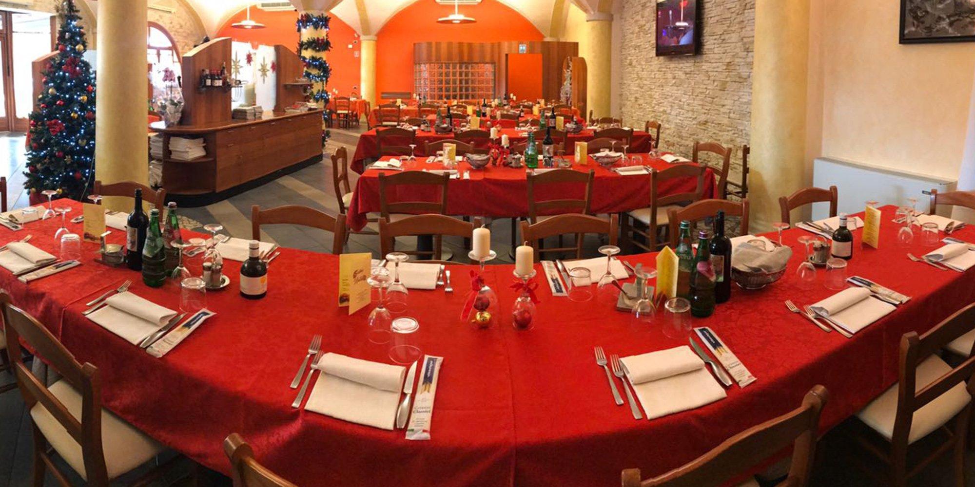 interno di una pizzeria e ristorante