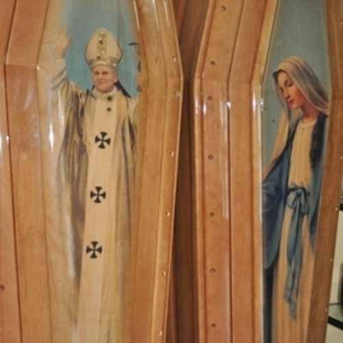 bare con rappresentazione del Papa e della Madonna