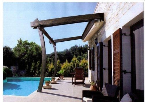 piscina e veranda con tenda da sole