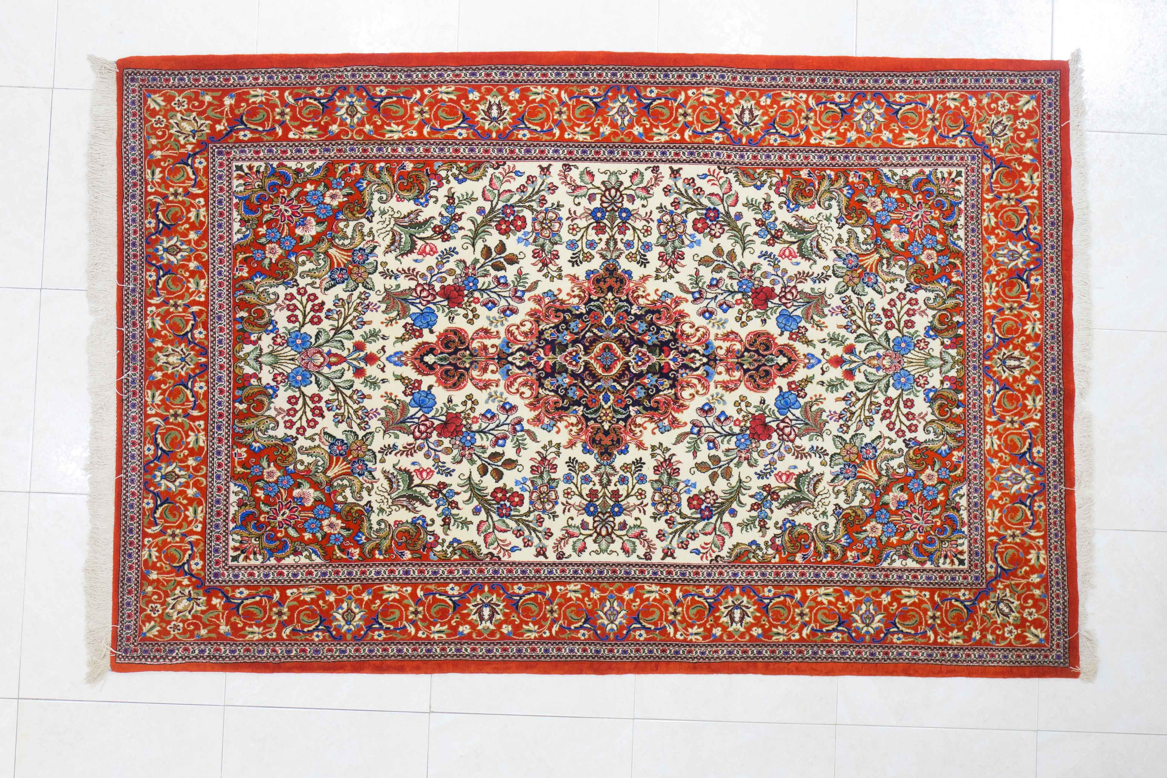 Da Shiraz Tappeti troverete questi tappeti orientali, persiani, indiani e cinesi: