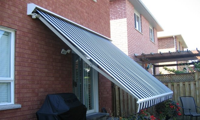 Adalia Plus has Ability to lower the awning's slope while it's raining, for extra protection