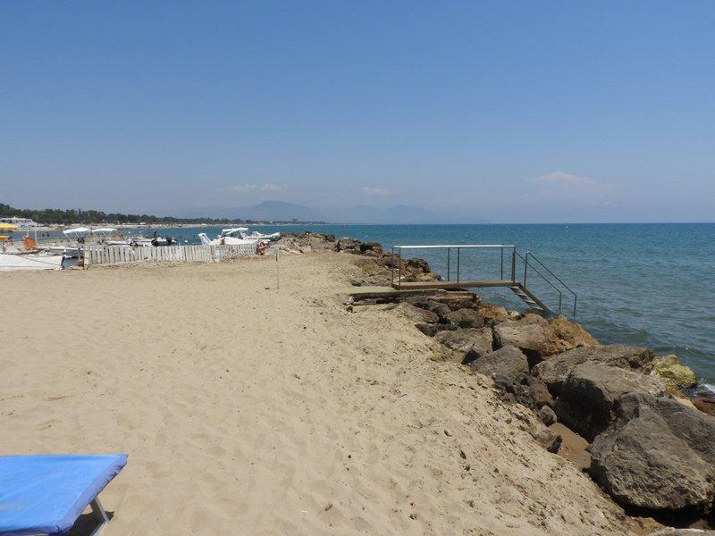 scala per discesa in spiaggia