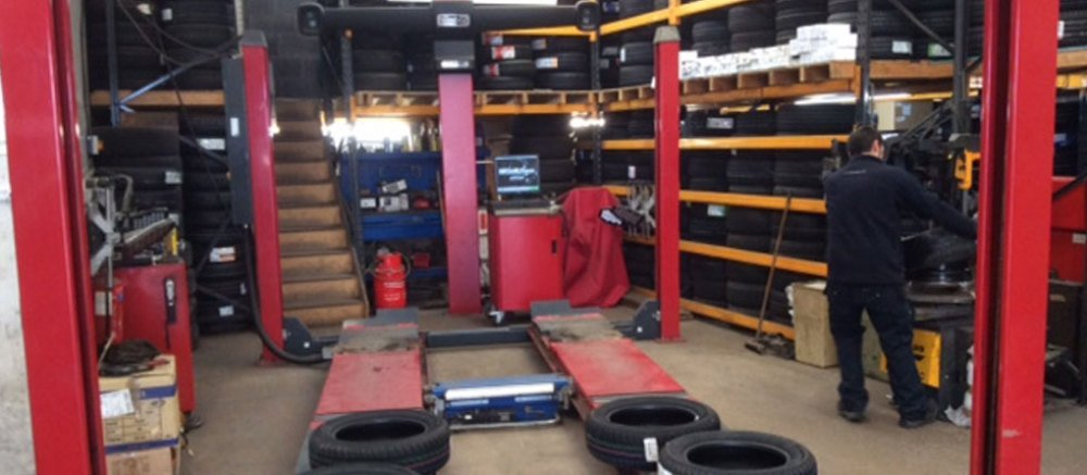 Car lift and tyres