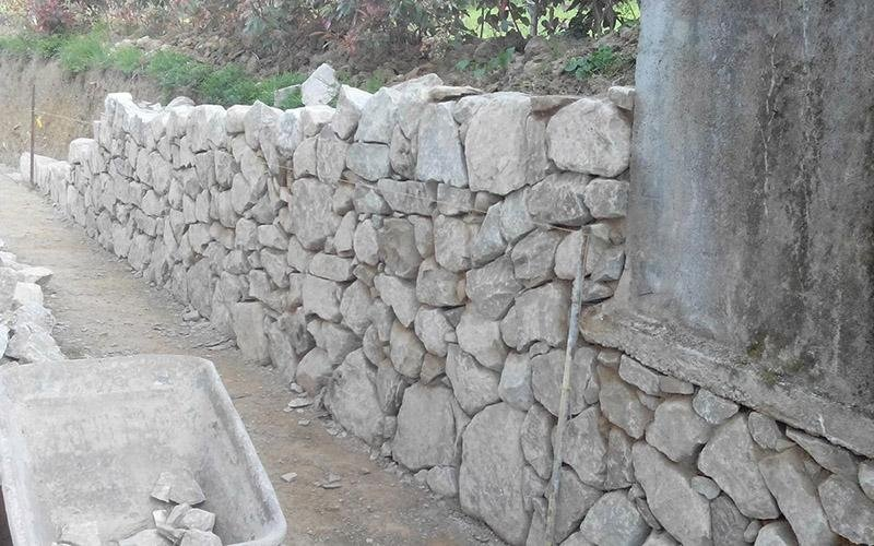 Costruzione muri in pietra