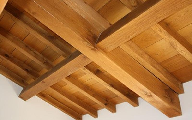 Structure and panelling in solid oak