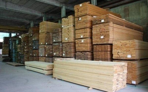 sale of wooden boards in Busseto