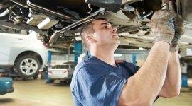 meccanico, sostituzione pneumatici