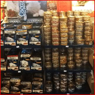 scatolette e mangimi per animali