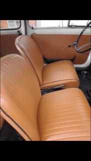 due sedili di un auto beige