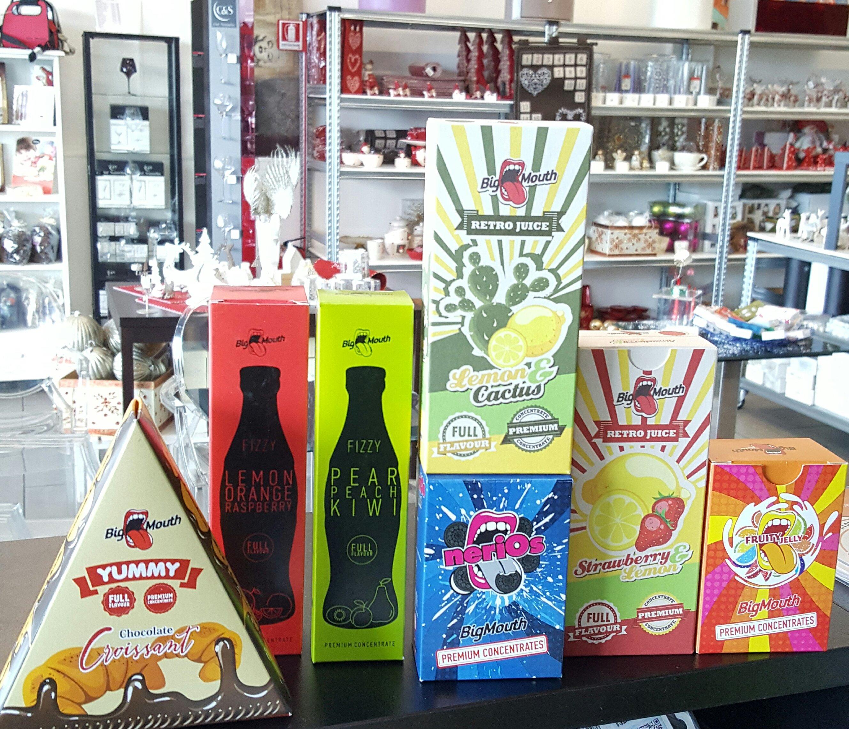 7 scatole colorate di prodotti per sigarette elettroniche
