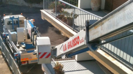 camion con piattaforma, gru per traslochi, gru su camion