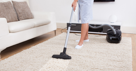 Expert doing carpet cleaning in Columbia, MO