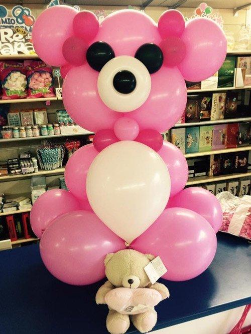 Composizione con palloncini a forma di orso