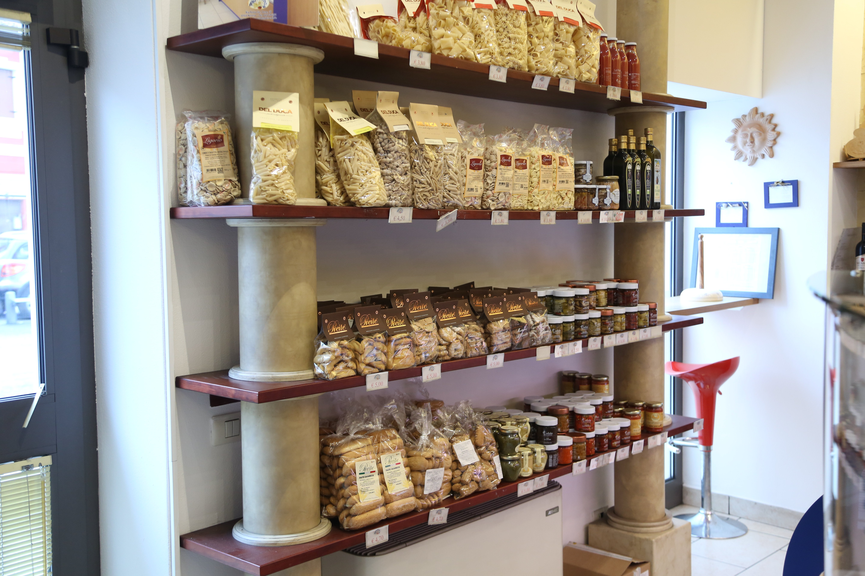 Prodotti da forno di produzione PanePomodoro in esposizione