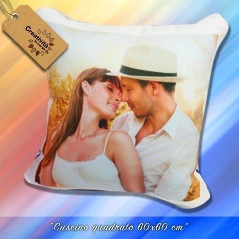 Mandaci la foto che vuoi e noi te la stampiamo su questo cuscino!