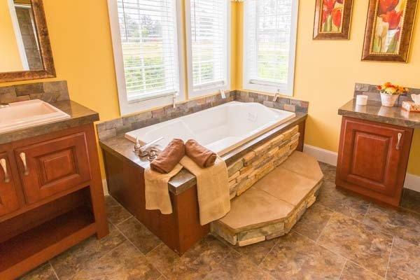 bath in a mobile home - Milton, FL