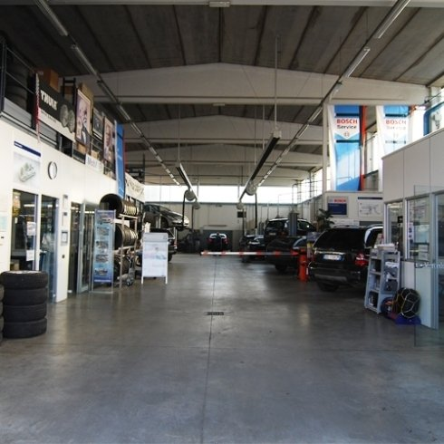 ingresso autofficina, officina, assistenza auto