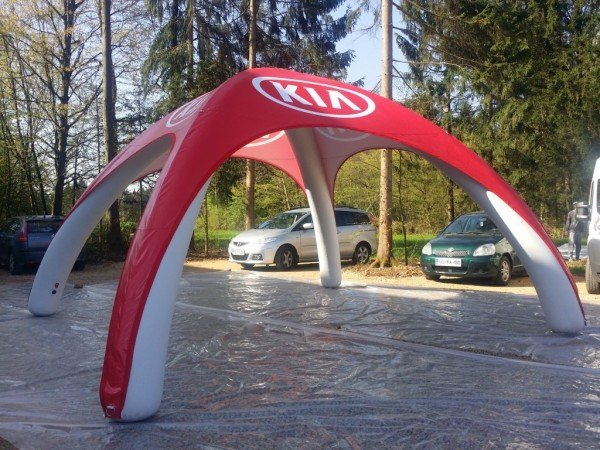 Trajno napihljiv šotor KIA